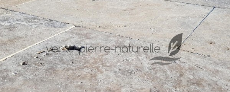 carrelage en travertin naturel