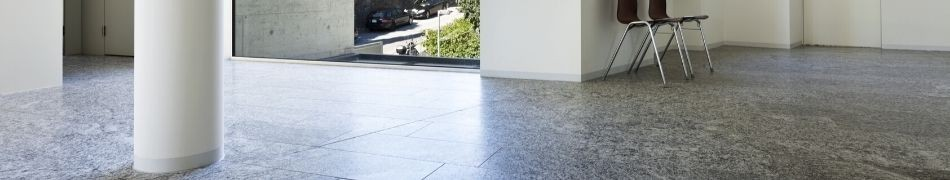 sol et piscine en pierre naturelle de granit
